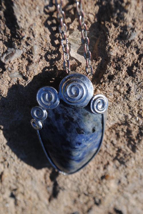 Sodalitový amulet