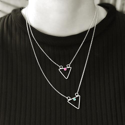 Vrstvené náhrdelníky s trojúhelníky