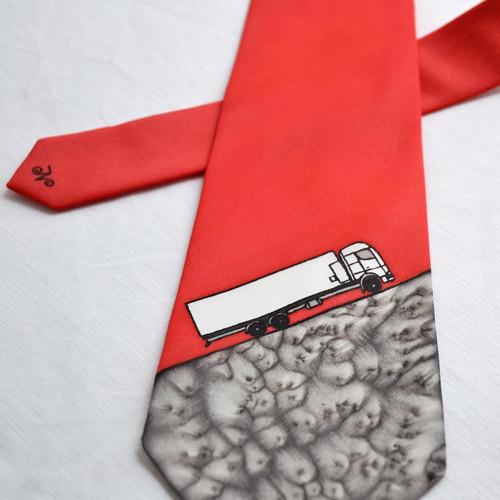 Hedvábná kravata s náklaďákem na přání