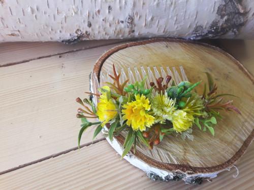 Květinový hřebínek do vlasů