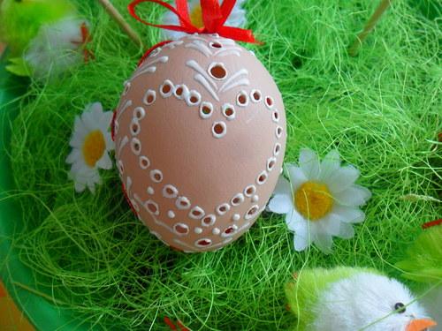 Velikonoční vejce - děrované, malované voskem