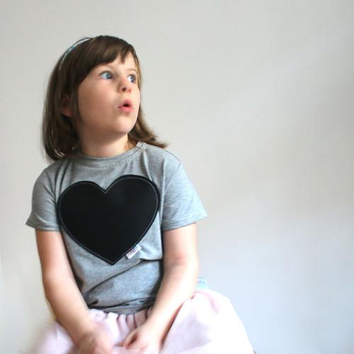 TABULKY! Dětské šedé tričko se srdcem :)