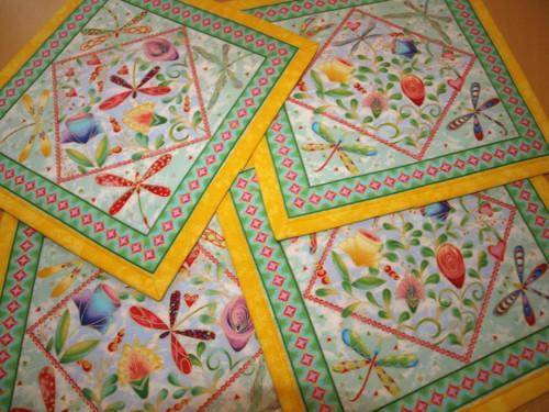 Prostírání- květiny a vážky v barvách duhy I.