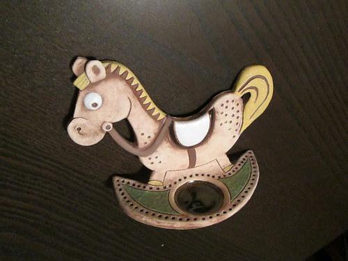 Keramický svícen - koník