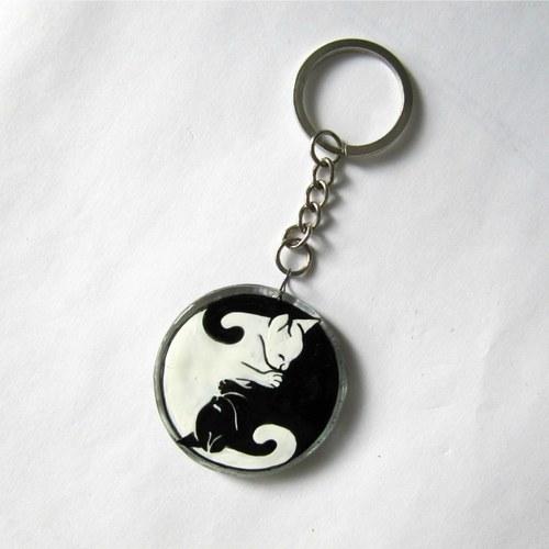 kočičí jin-jang přívěsek na klíče