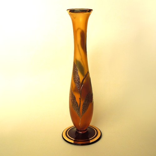Vázička z medového skla se zlatým zdobením