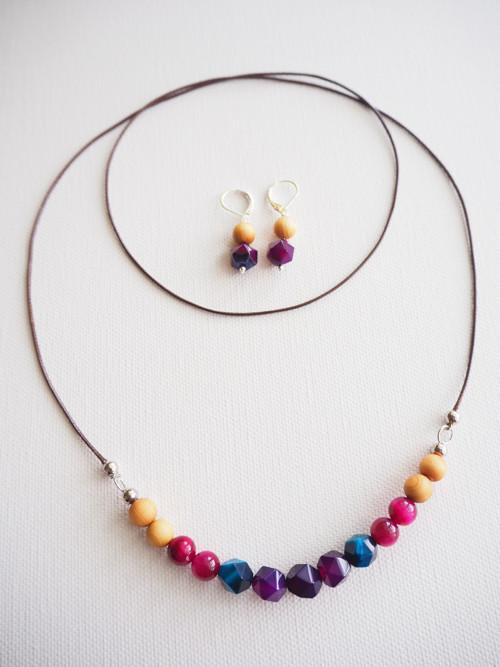 Berry náušnice a náhrdelník z minerálů a dřeva