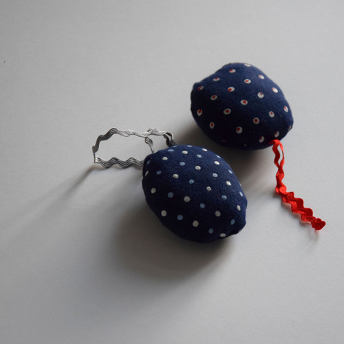 Levandulový polštářek s puntíky