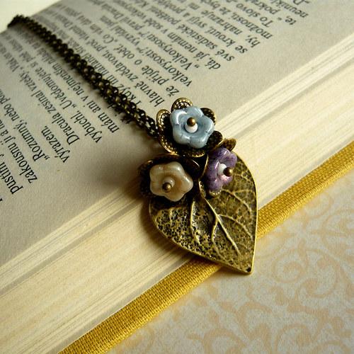 Romantický náhrdelník - lísteček se zvonky