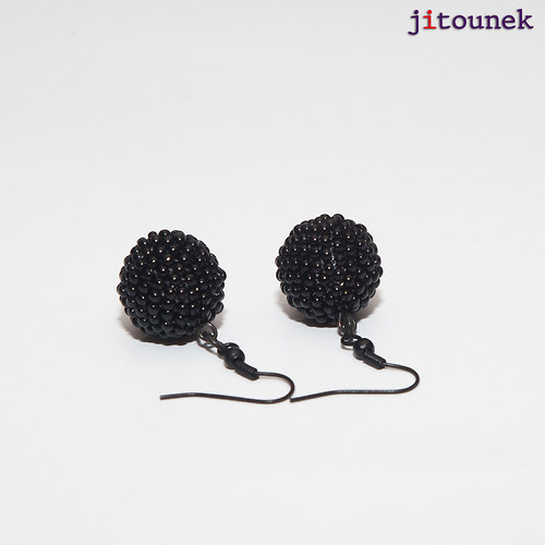 Černé kuličkové náušnice