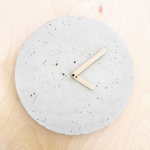 Betónové hodiny - PURE 30 verzia 1