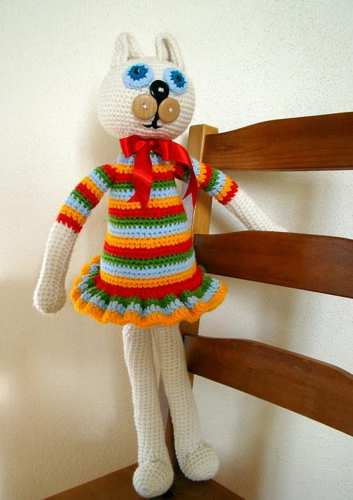 Míca Mícová -  kočka v pestrobarevném k pohledání