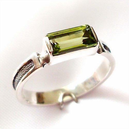 Prsten «Rámeček» - stříbro 925/1000, olivín