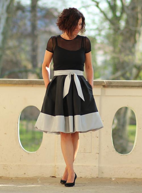 Skládaná sukně černo-šedá s mašlí