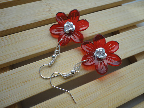 Květ červený se stříbrnou