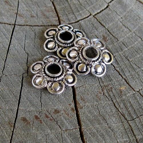 Kovová starostříbrná kytka (12 mm průměr) - 2 ks