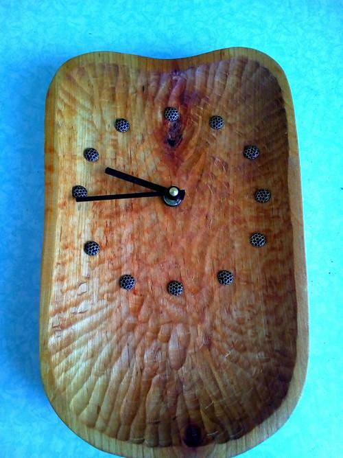 Dřevěné hodiny - ručně dlabané