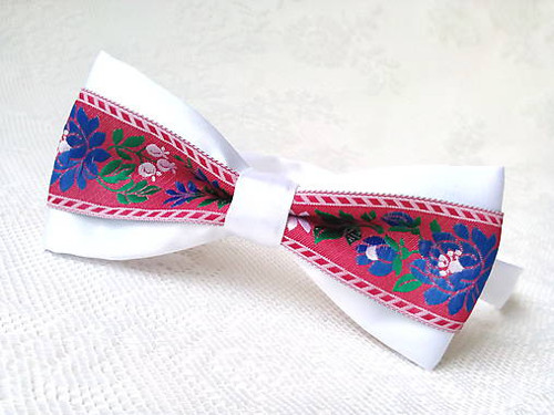 Slovak folklore bow tie (white/red)
