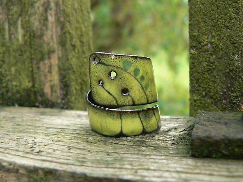Zelený děravý