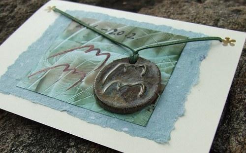Přáníčko s keramickým přívěškem - znamení Vodnář
