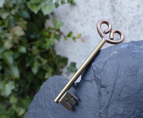 Na klíč...kovová brož