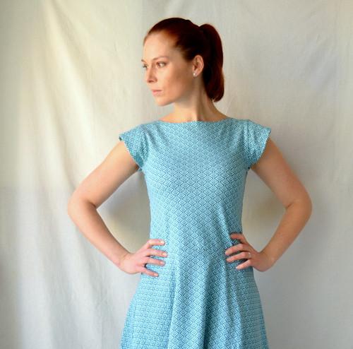 Úpletové šaty s lístečky vel.M