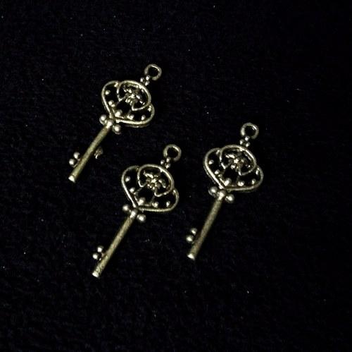 Vintage kovový klíč ozdobný