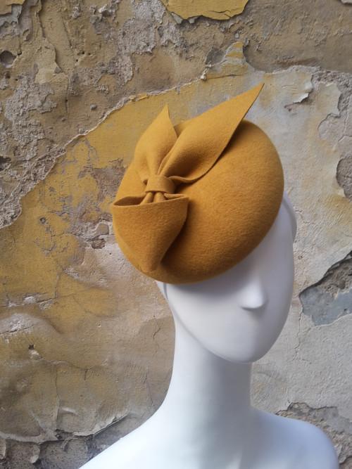 dámský klobouček/ baret s mašlí v Royal style