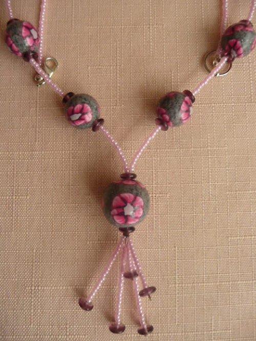 Růžovošedý náhrdelník