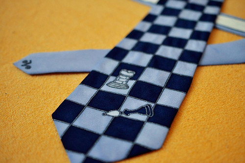 Šachová kravata tmavě modrá