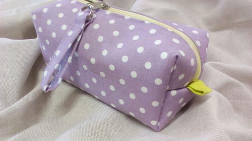 Taštička  bílý puntík na fialové... :-)