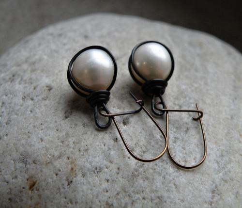Naušnice - měď - bílé perly-kulaté