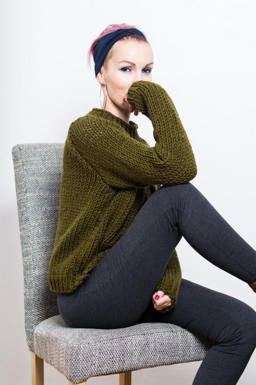 Pletený svetřík v zelenohnědé