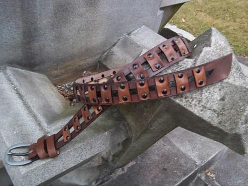 Kožený opasek styl steampunk