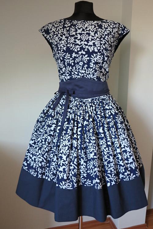 šaty modrotiskové s modrým lemem vz 39