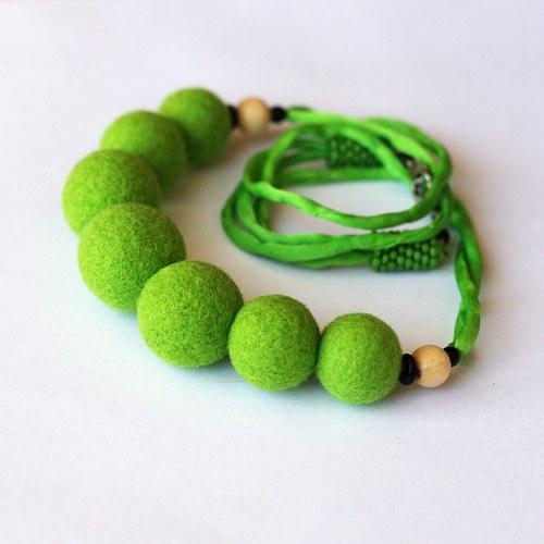 Plstěný náhrdelník v zelené, chir. ocel a hedvábí