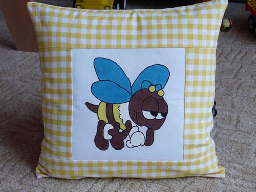 Povlak na polštář se včelkou