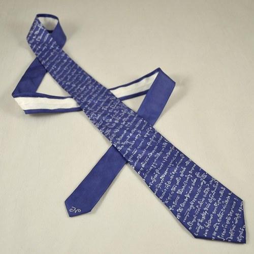 Modrá popsaná kravata na přání