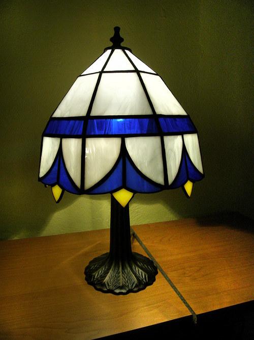 lampa modrá