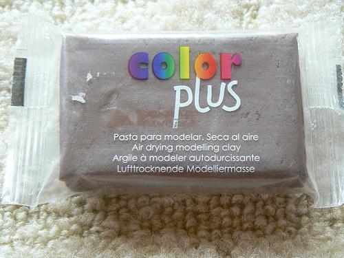 Samoschnoucí hmota Color Plus hnědá 75g