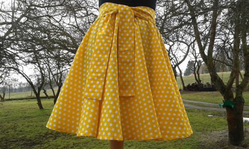 Kolová puntíkatá sukně na míru