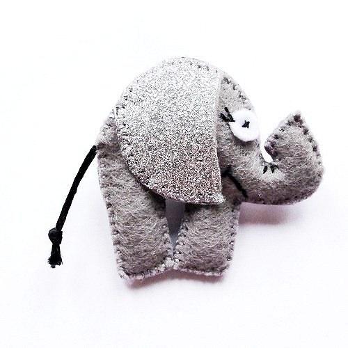 Šedý třpytivý sloník