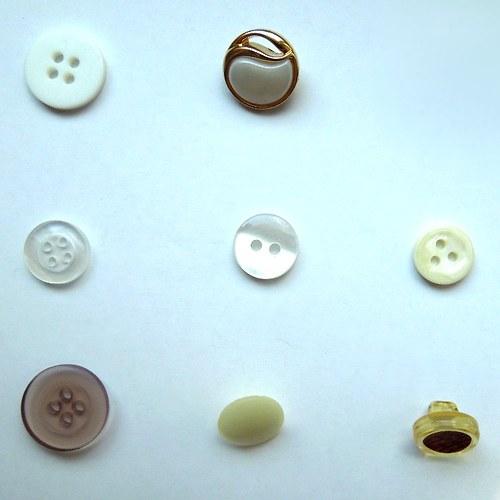 Knoflíky 13 až 33 mm - každý po 4 kusech