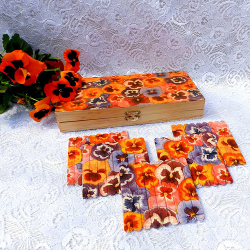 Dřevěná krabička - macešky + 5 ks tácků