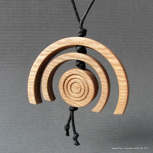 DŘEVOKVĚT ii dřevěný přívěsek