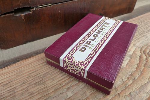 Diplomate cigarettes-papírová krabička od cigaret