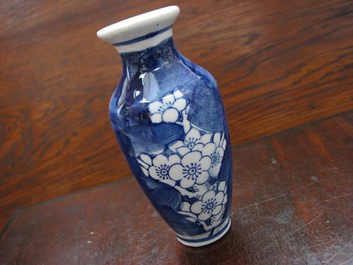 Jak voní Japonsko...malá porcelánová vázička