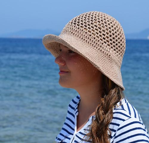 Béžovo-zlatý klobouček