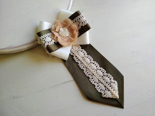 Dámská kravata/brož pod límeček Ivory&Olive