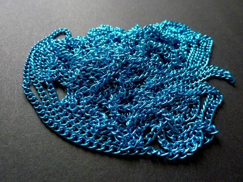 plochý modrý řetízek